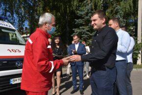 Нардеп Михайло Ананченко передав нові автівки бригадам екстреної меддопомоги